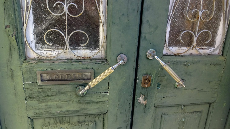Старые-старые двери