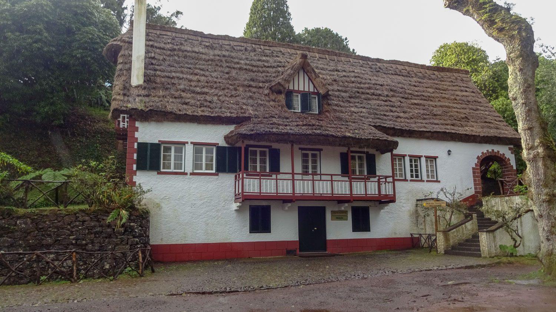 Здание в типичном для Сантаны стиле в парке Queimadas