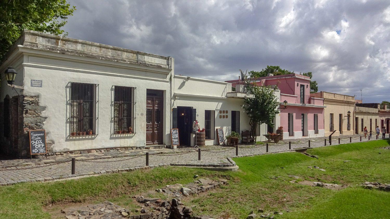 Вокруг - снова старые дома