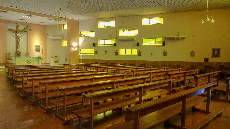 Очень необычный собор. И снаружи, и внутри
