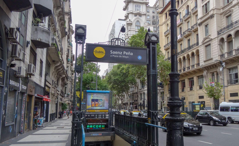 Вход в метро Буэнос-Айреса