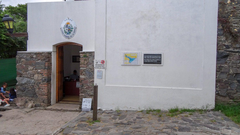 Вход - 30 уругвайских песо или 50 аргентинских