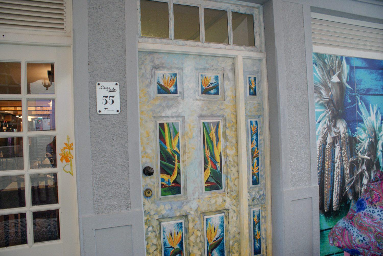 "На ""улице с дверьми"" Санта Мария"