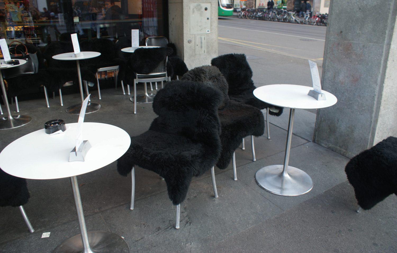 Уличной еды тоже достаточно. К зиме тут подготовились, запаслись теплыми накидками
