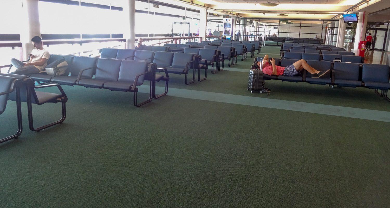Фото аэропорта. Тоже просторно и комфортно