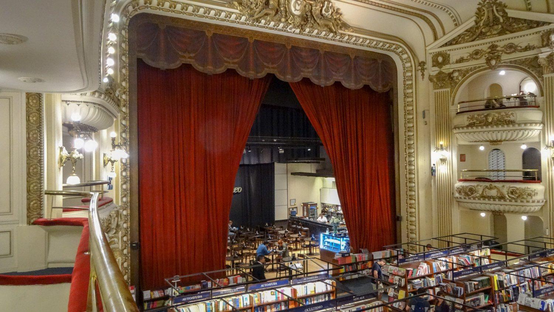 На самом деле это книжный магазин El Ateneo