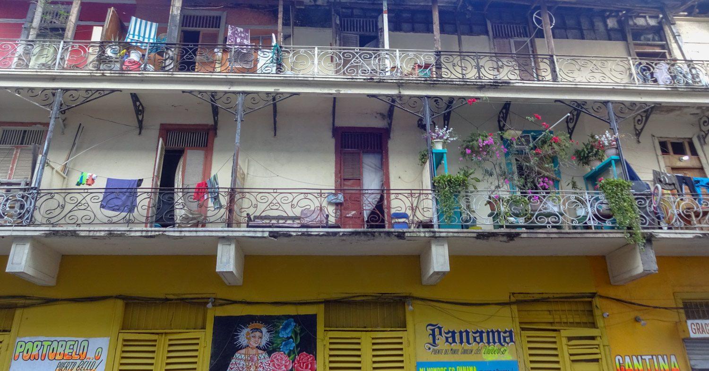Прям видно жизнь на балкончиках