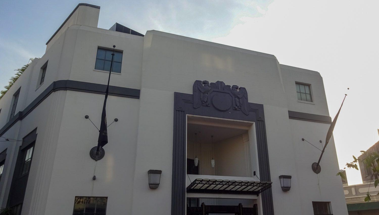 Здание банка выглядит необычно