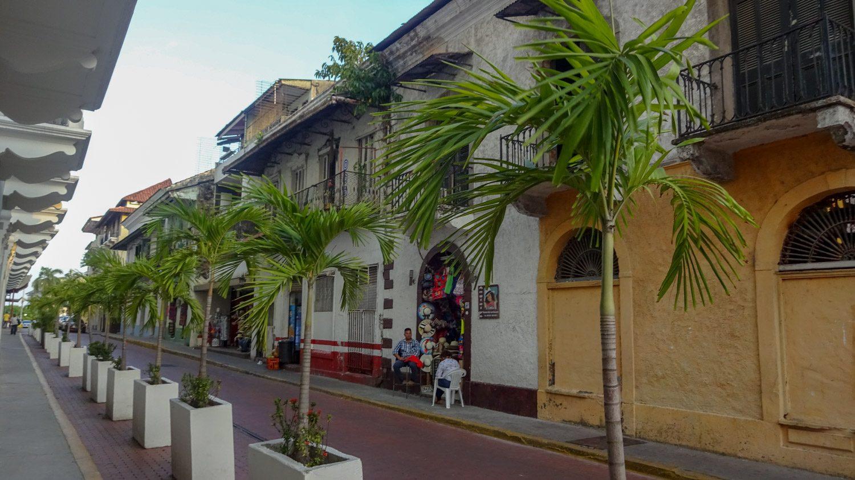 Ухоженная улица Старого города - это не совсем типично