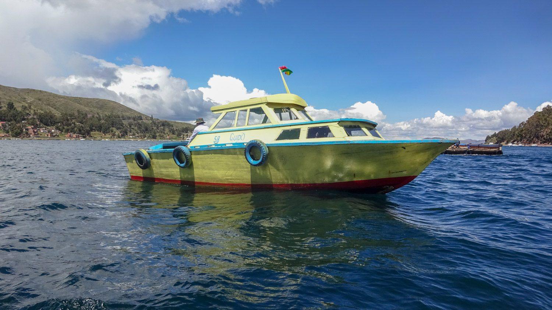 Вот такие катера перевозят пассажиров