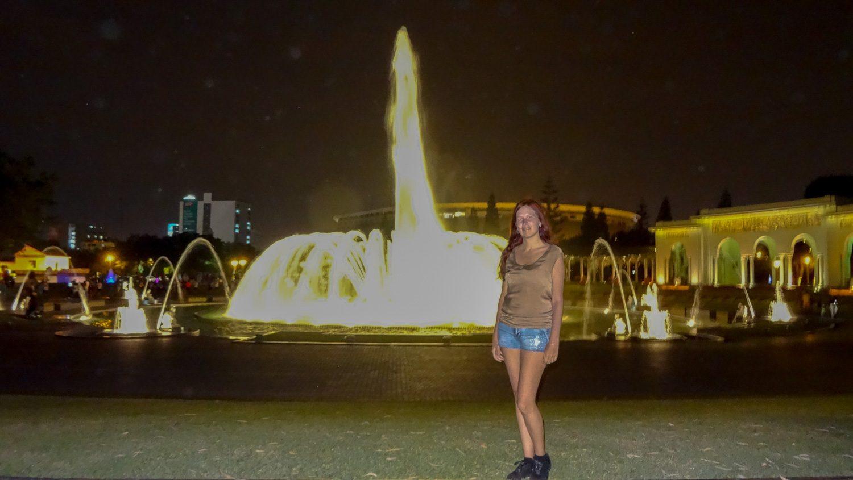 На фоне главного фонтана