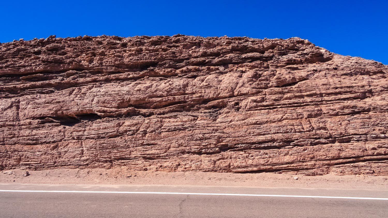 Вдоль нее тоже красивые скалы