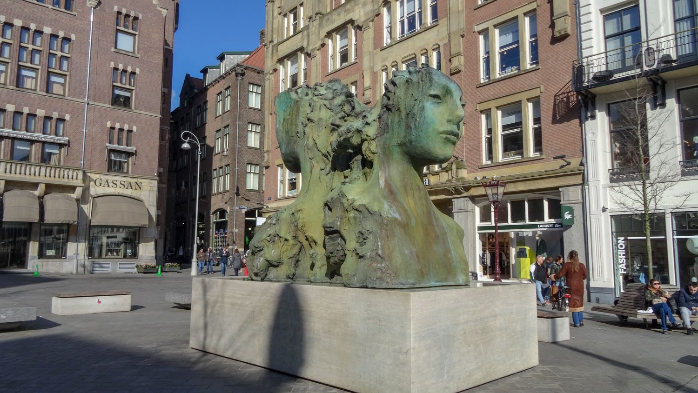 Необычная скульптура