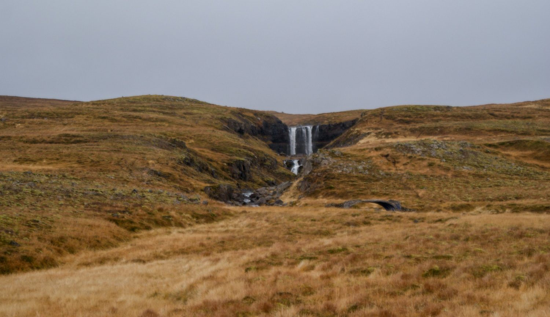 Водопады по пути. Здесь это типично