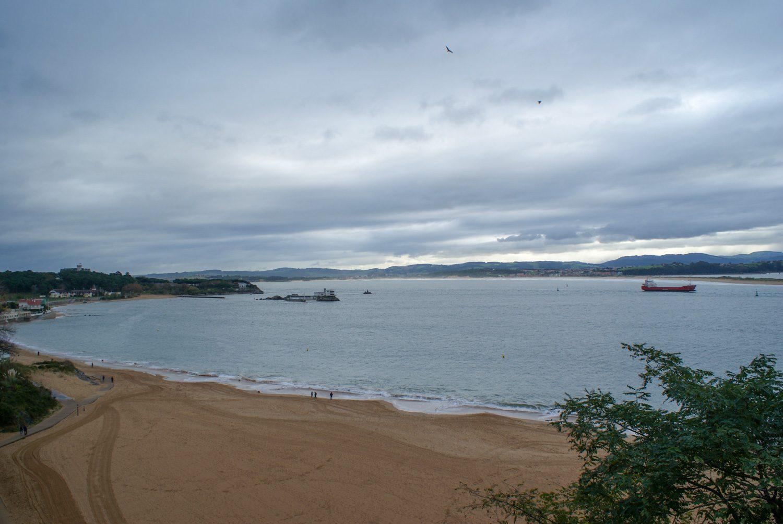 Широченный пляж