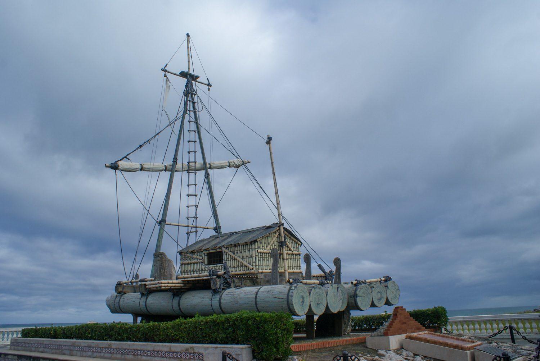 Деревянный корабль в парке Ла-Магдалена