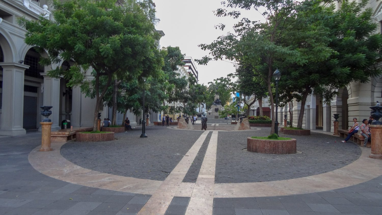 Пешеходная улочка в центре