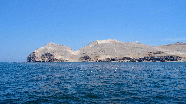 Проплываем красивые острова