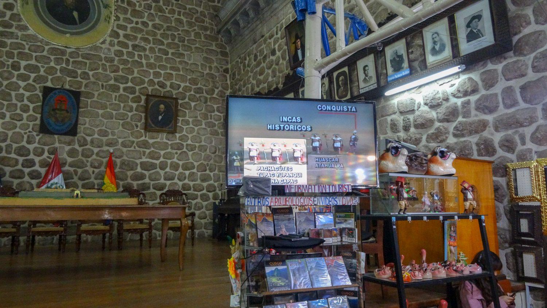 В Культурном центре около площади можно поближе познакомиться с историей города