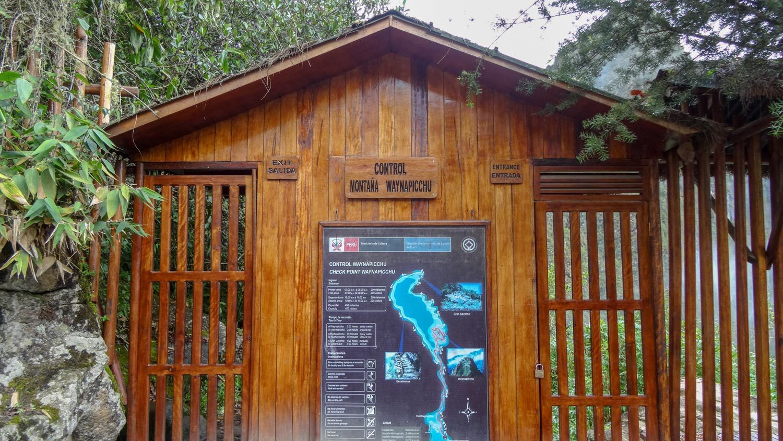 А это вход для тех, кто хочет подняться на гору Уайна-Пикчу