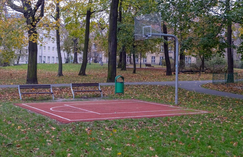 Площадка для мини-баскетбола в сквере