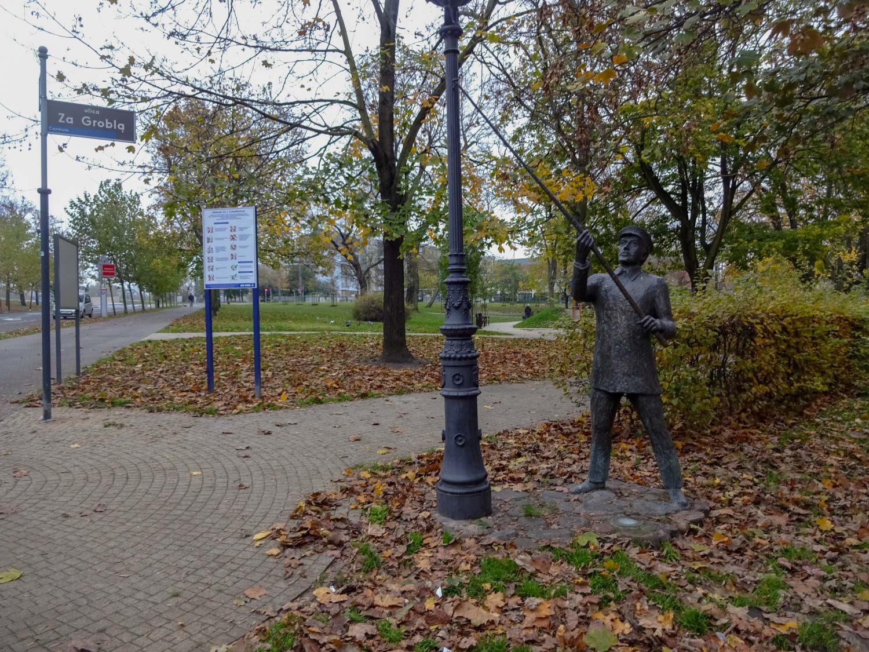 Памятник фонарщику в сквере Лукасевича