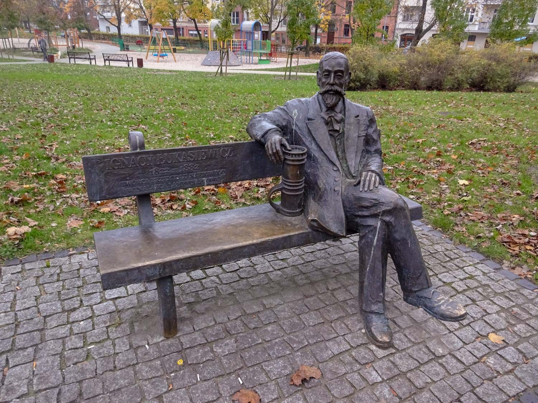 Памятник Игнацию Лукасевичу