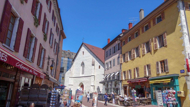 Типичная туристическая улочка
