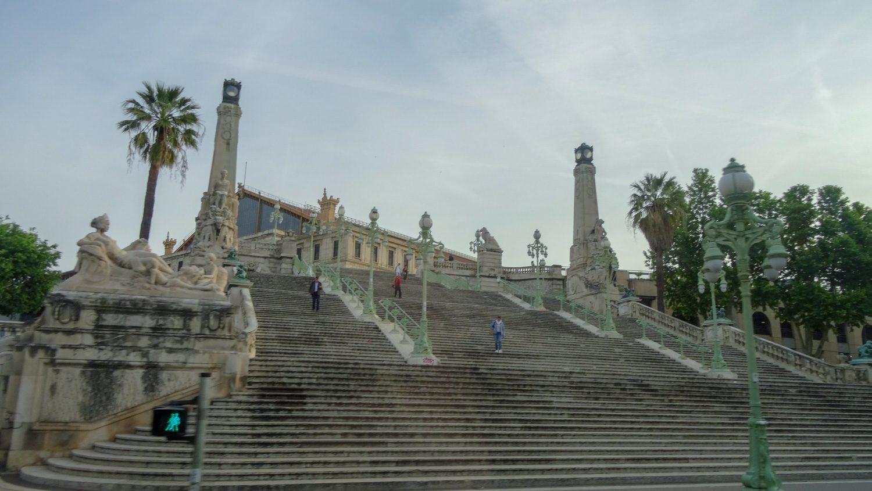 Роскошная лестница у вокзала Saint-Charles