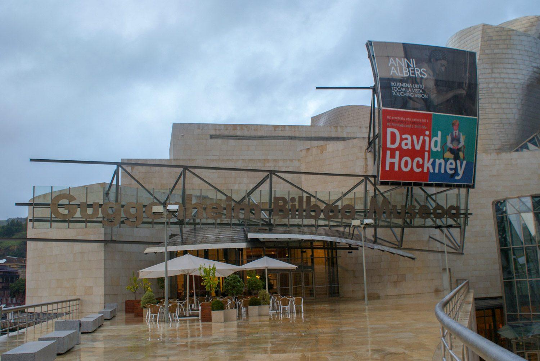 Вход в музей Гуггенхайма