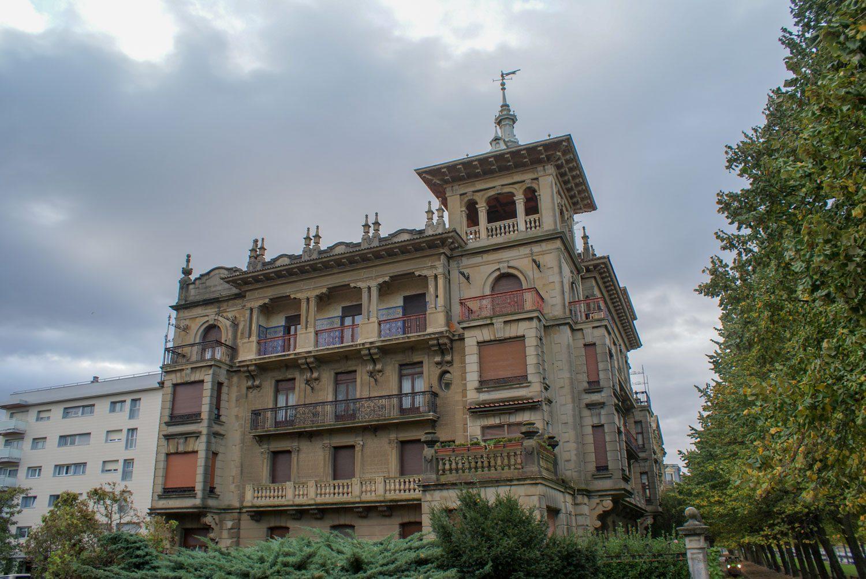 Необычные здания встречаются часто