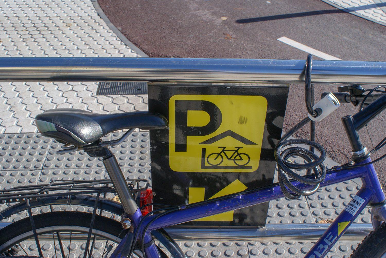Припаркованный велосипед