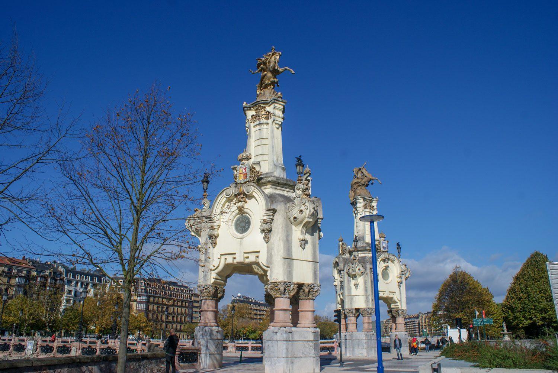 Ворота на мосту Марии Кристины