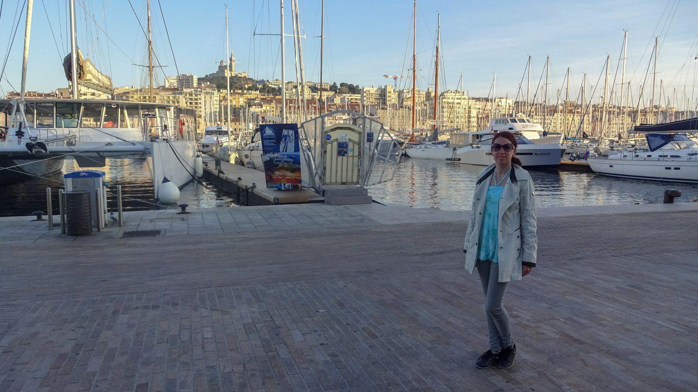 На фоне порта