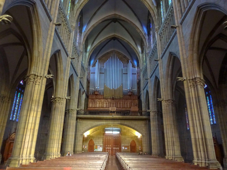 Большой орган в пустом соборе