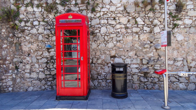 Красная телефонная будка, конечно же