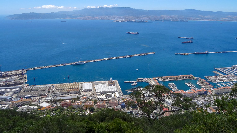 Вид на город и порт