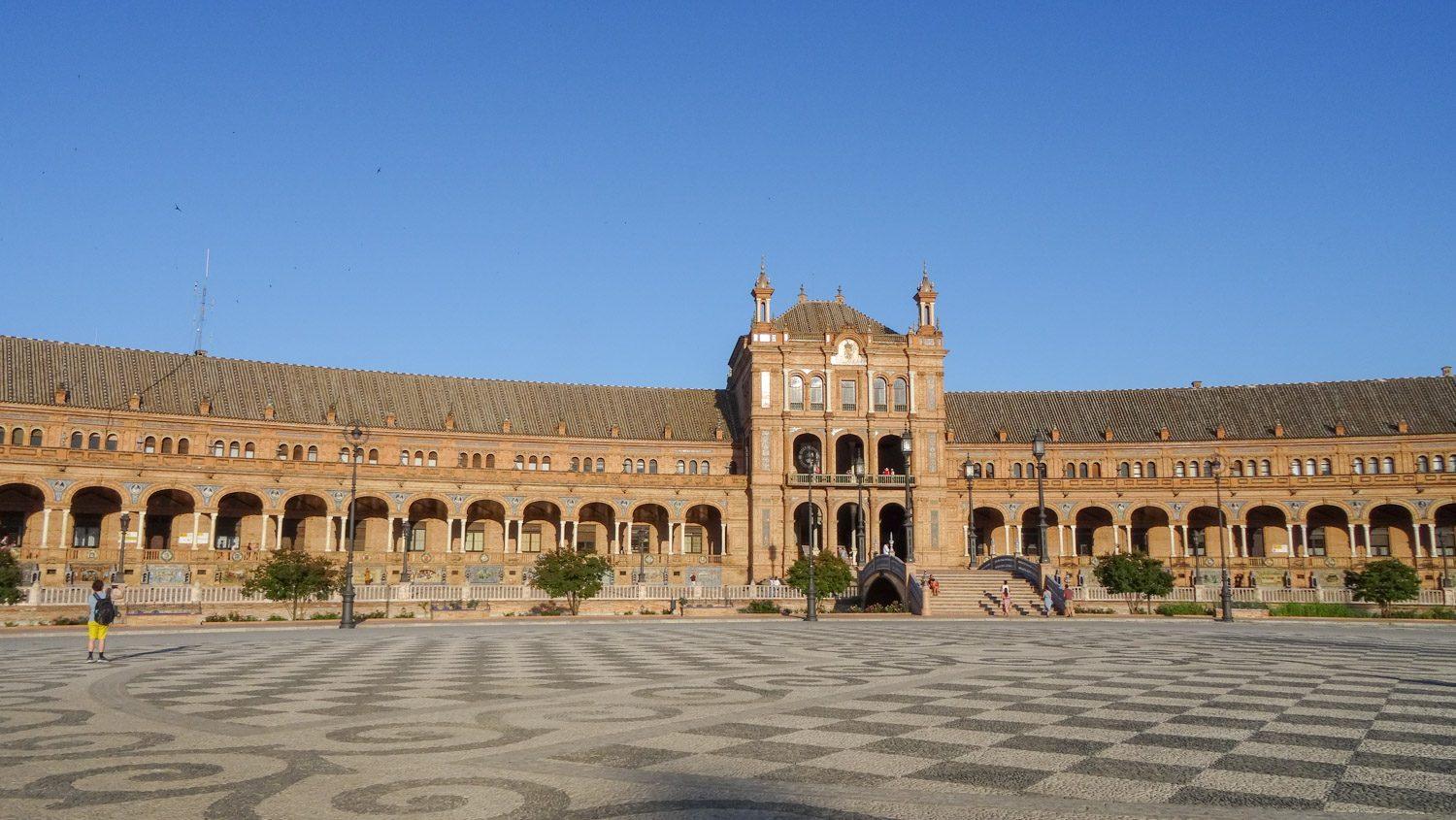 Площадь Испании строилась с 1914 по 1929 год