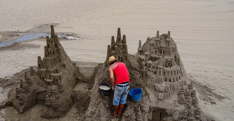 Шикарный замок из песка