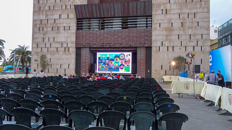Можно на большом экране посмотреть оперу