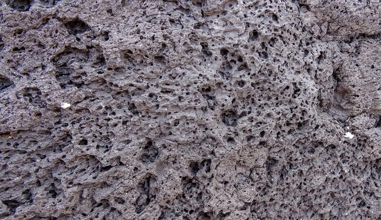 Постройки из вулканического камня