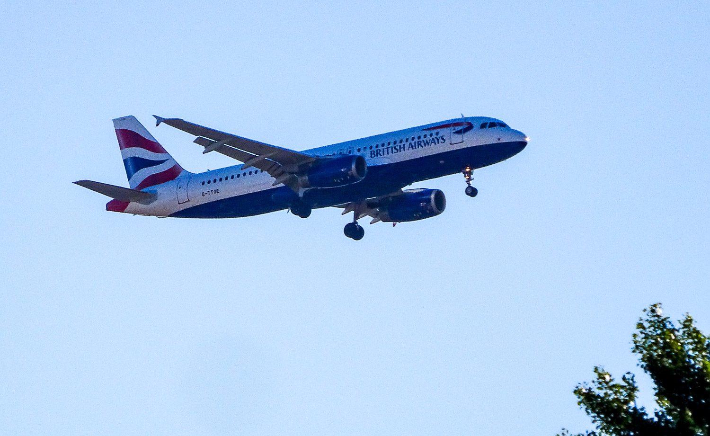 Когда аэропорт близко к городу, можно поснимать самолеты