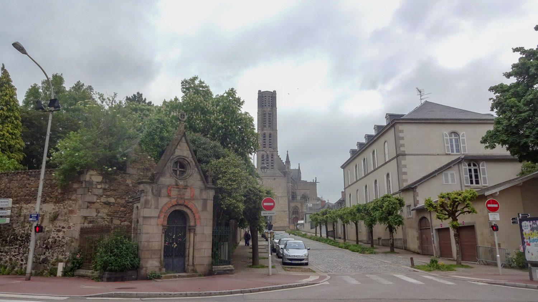 А так башня собора выглядит издалека