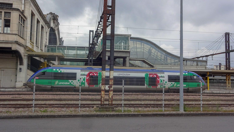 На этом поезде еще сохранилось прошлое название региона - Limousen. Теперь это Новая Аквитания