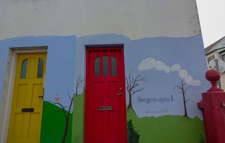 Симпатичные стены и двери