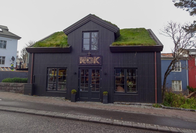 И трава на крыше - тоже находка!