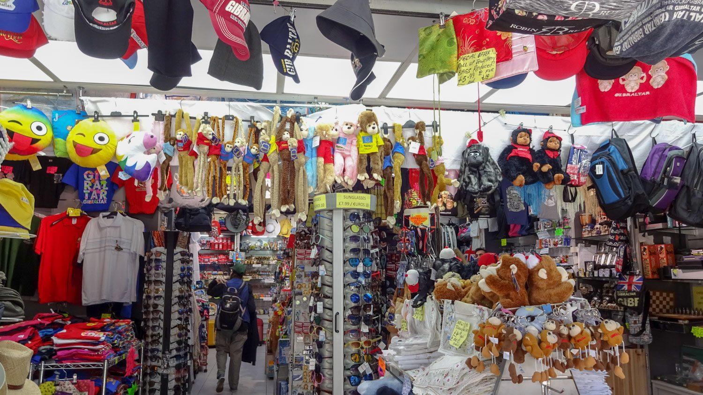 А здесь уже заметно, что мы в Гибралтаре: куча обезьянок
