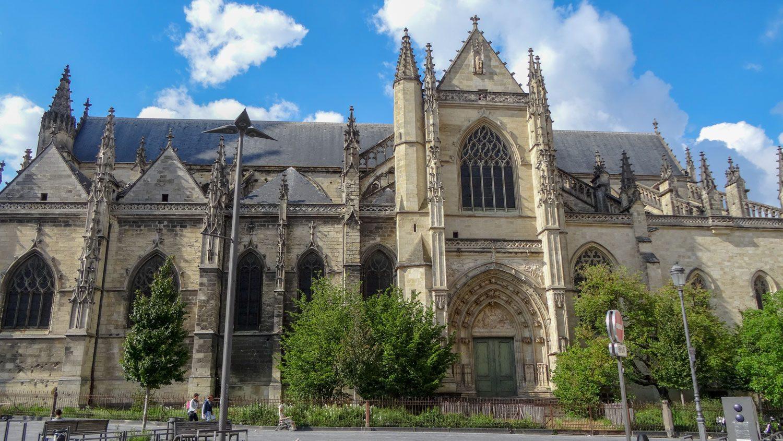 Базилика Сен-Мишель, построенная в XV–XVI веке по проектору архитектора Жана Леба