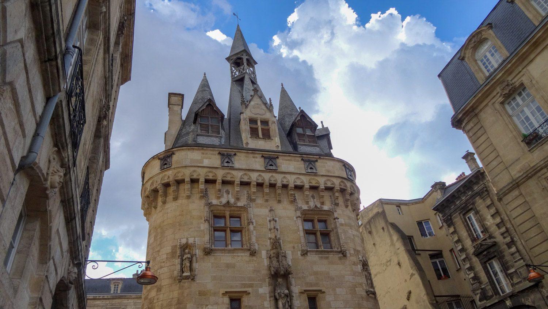 Ворота Кайо, построенные в конце XV века, тоже выглядят картинкой к книге сказок