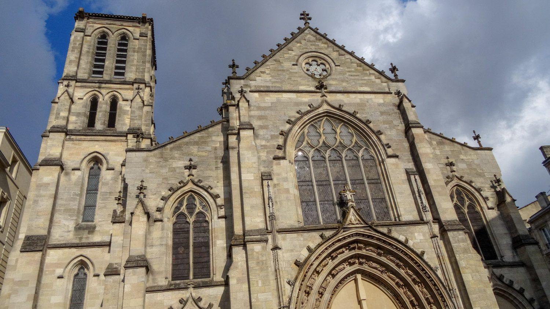 Скромная, но очень симпатичная церковь Saint-Pierre